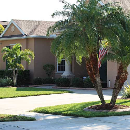 House in Bradenton, Florida with well maintained yard.